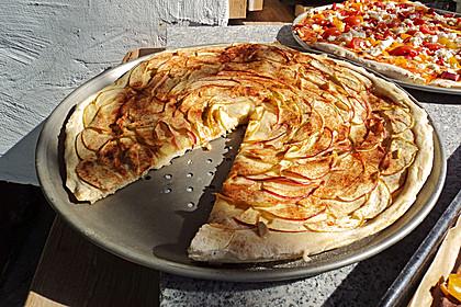 602350-420x280-fix-suesse-pizza-mit-aepfeln-und-zimt